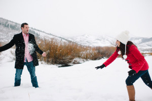 winter-date-idea-play-in-the-snow-008